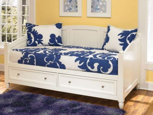 Turn An Old Bed Into A Diy Daybed